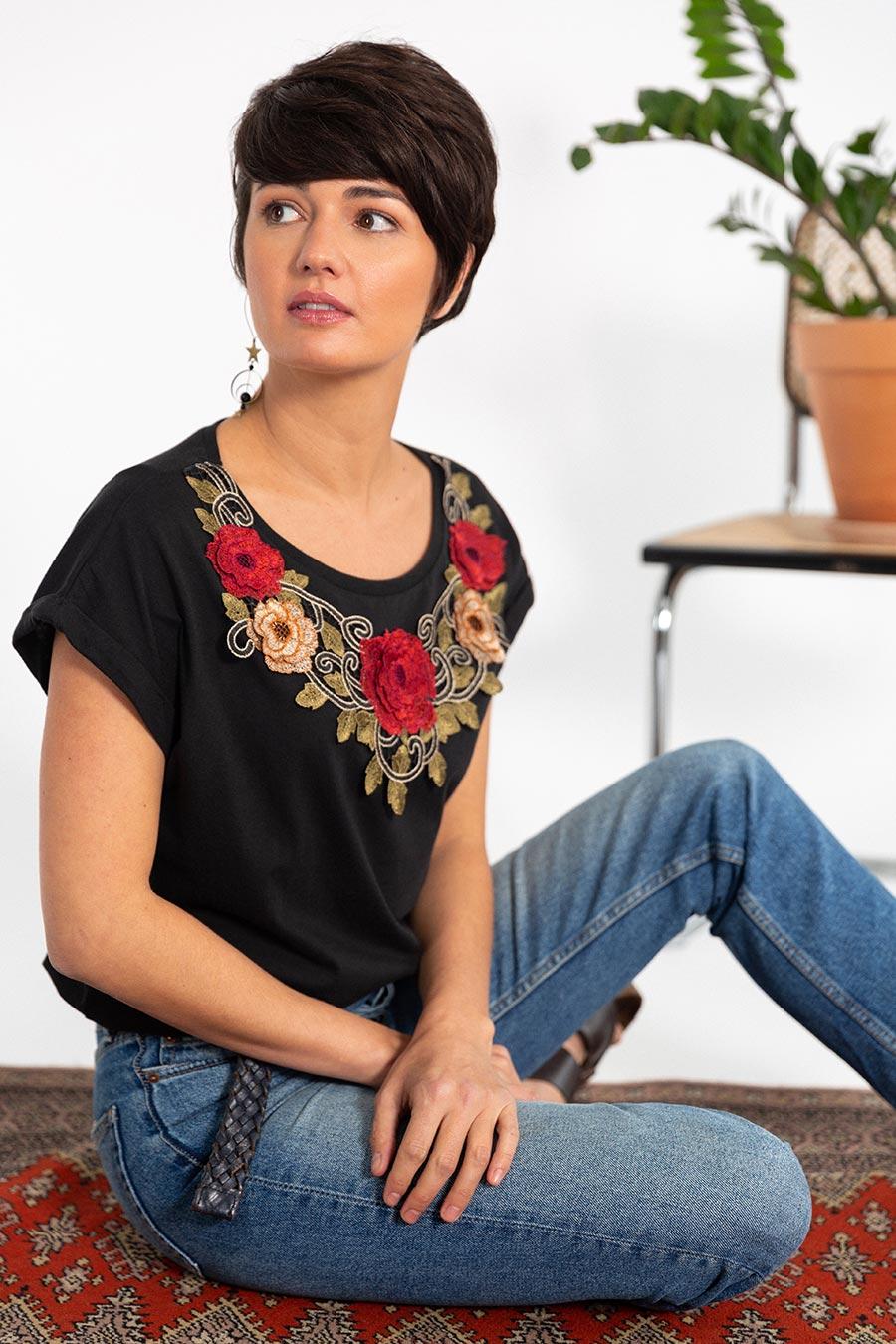 OTRORA_Camiseta manga corta en punto de algodón con aplique flores bordadas multicolor