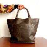 OTRORA_Maxi bolso de piel reciclada vintage en marrón chocolate
