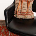 OTRORA_Bolso artesanal de ganchillo con asas de cuero