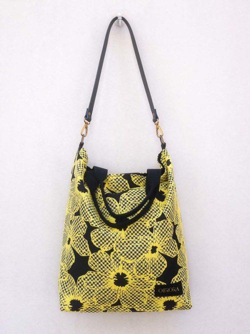 OTRORA_Bolso de jacquard negro con flores amarillas con correa de piel y asas de mano