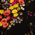 OTRORA_bolso de rafia tejido a mano en color negro carbón forrado con tela vintage de flores_forro