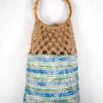 OTRORA_Bolso artesanal de macramé y tejido estampado con asas de bambú y correa de cuero