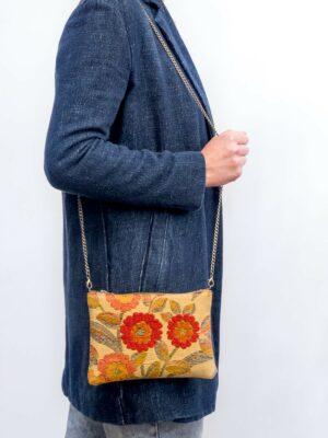Bolso pequeño artesanal elaborado con tejido vintage de flores y piel de serraje