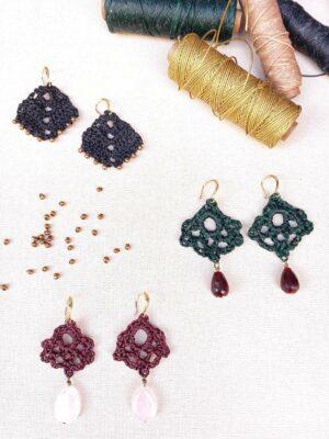 Taller de bisuteria para elaborar unos pendientes de crochet y piedras semipreciosas