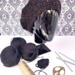 Boina de color negro dorado tejida a mano con lana merino y lurex